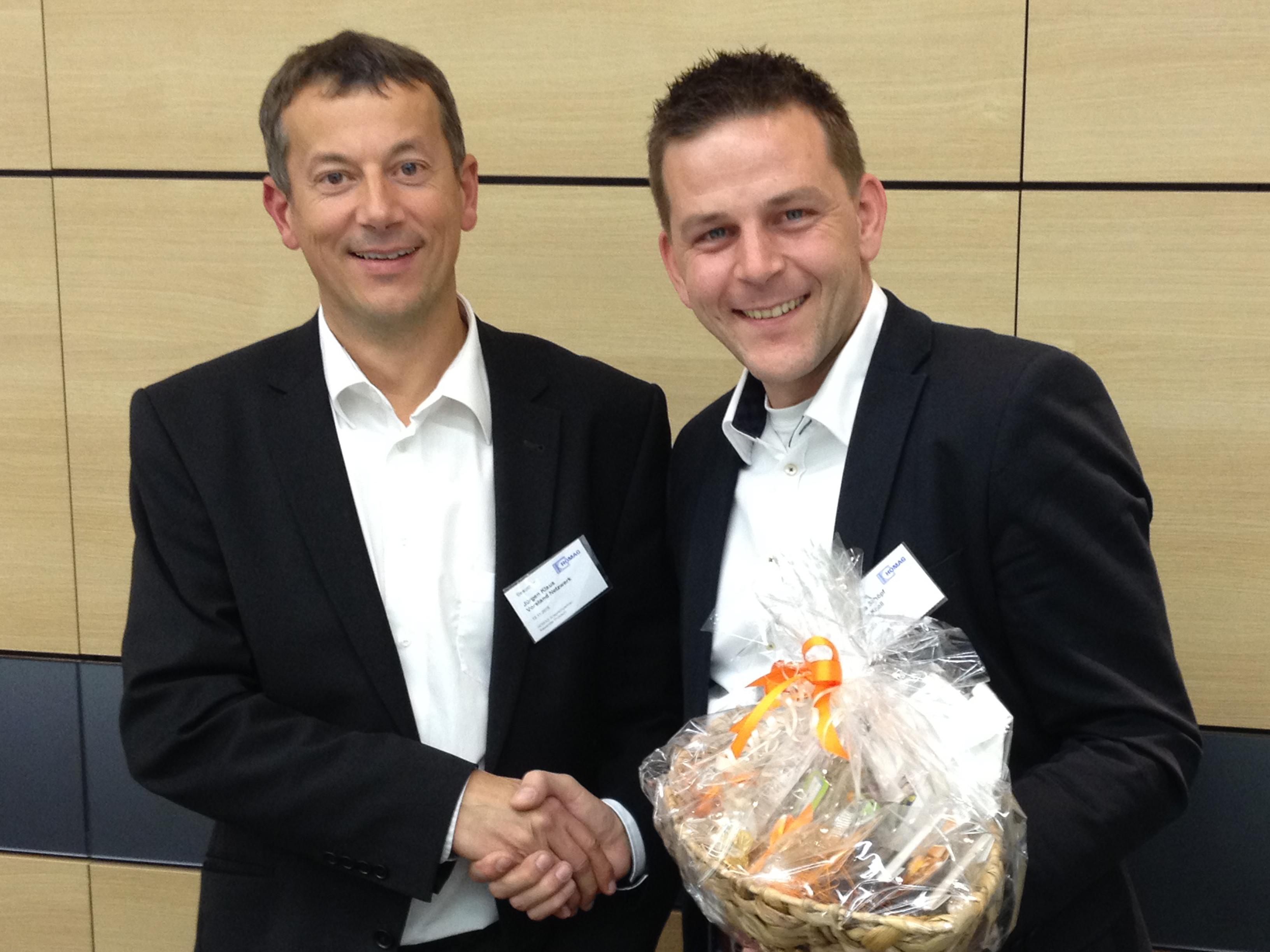 Sascha Schöpf (rechts) bedankt sich als Beiratsvorsitzender beim scheidenden Vorstand Jürgen Klaus für seine wichtige Entwicklungsarbeit.