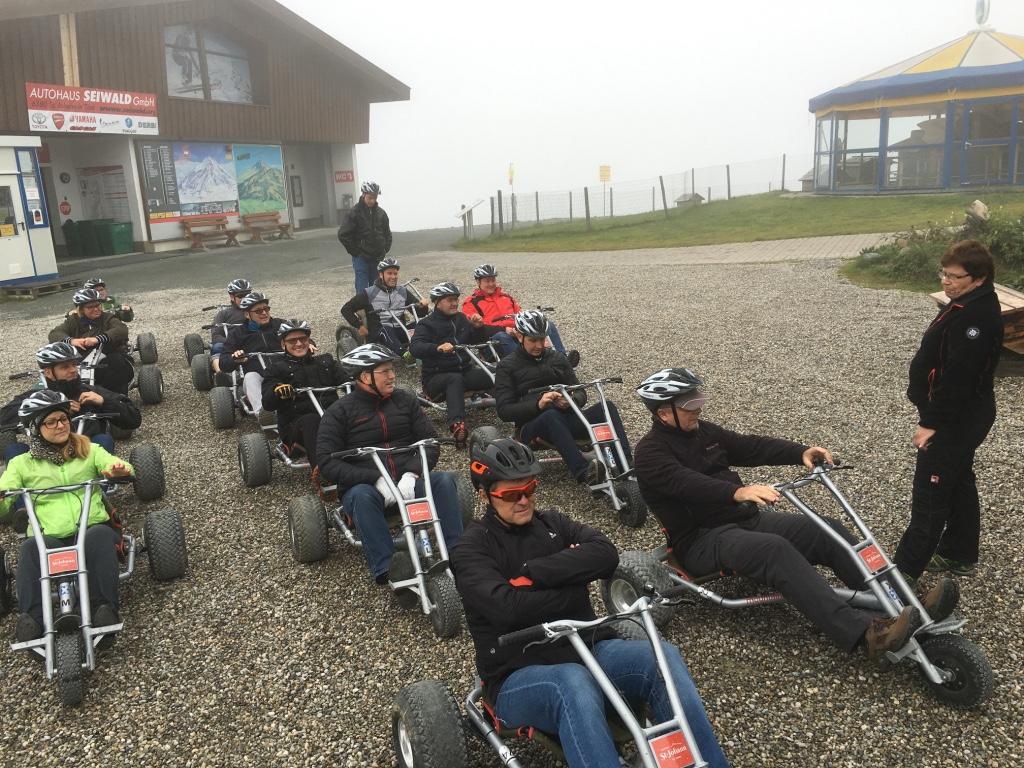 Keine Exkursion ohne Aktivprogramm: Mountain Cart am Kitzbüheler Horn als Test für die Bandscheiben.