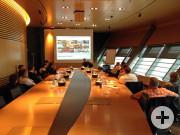 Mit Dienstleistungen Werte schaffen - so lautete der spannende Vortrag von Roland Clement, Leiter Vertrieb und Marketing im Porsche-Werk in Leipzig.