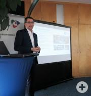 Vorstand Michael Hettich stellt die Hecht Electronic AG vor.